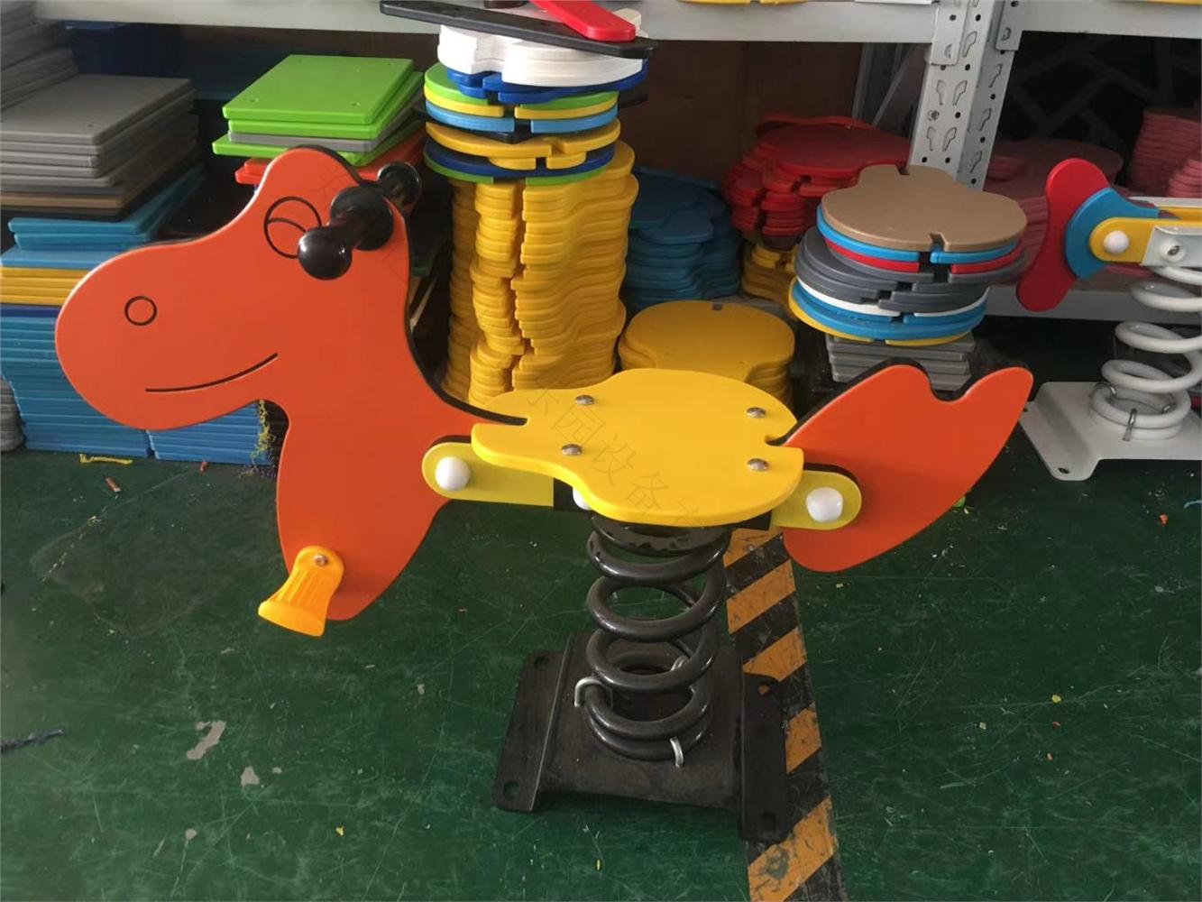 湿地公园 体育休闲公园无动力游乐场设备 原木小马弹簧摇摇乐厂家